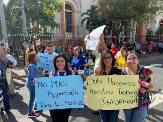 Entre bombas lacrimógenas y sangre: La libertad de expresión está bajo ataque en Honduras