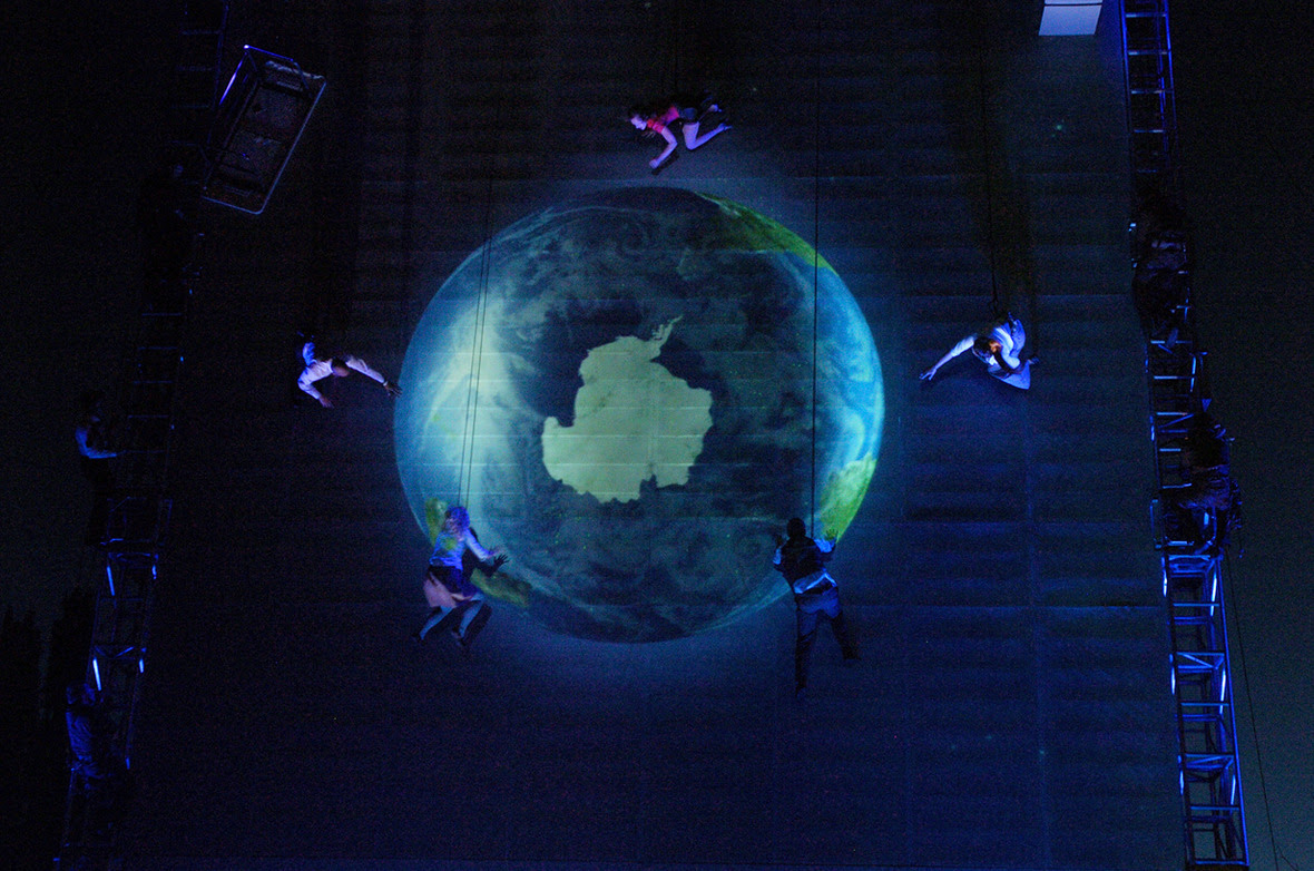 As The World Tipped by Wired Aerial Theatre-Credit Pepper Pictures8