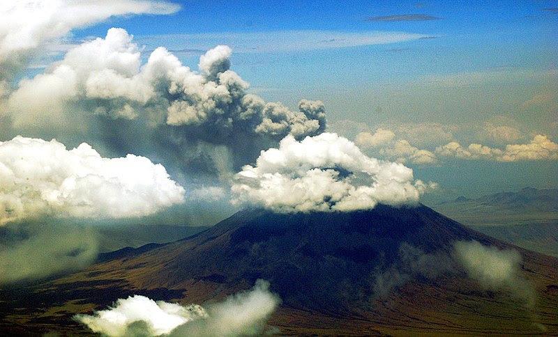 File:Aerial view of Ol Doinyo Lengai erupting in 2008.jpg