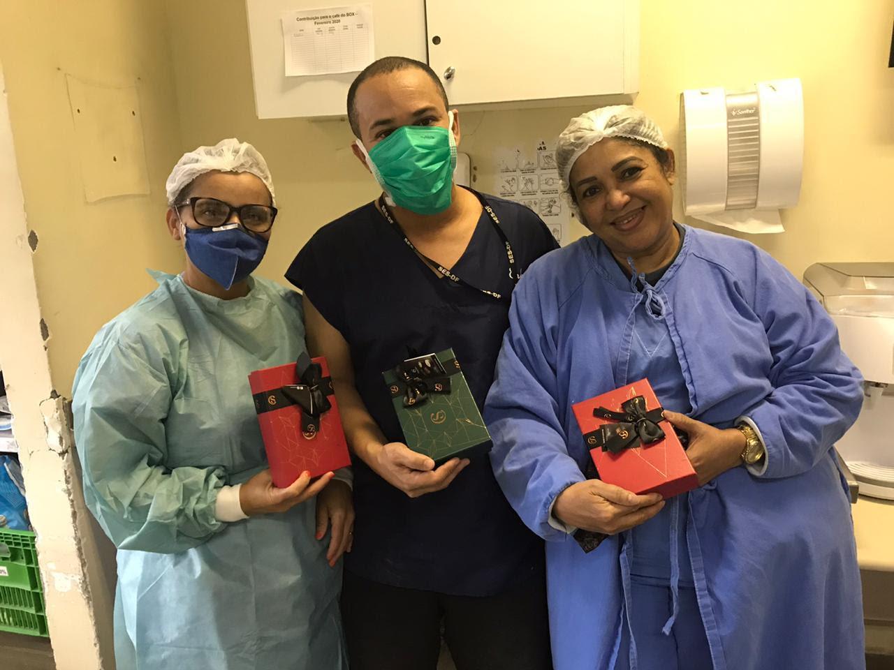 Doçura e muita solidariedade: Mega Store Cacau Show do Taguatinga Shopping presenteia profissionais da saúde com caixas de bombons