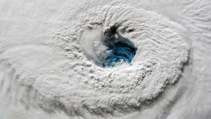 El huracán Florence toca tierra en Carolina del Norte con vientos de 150 kilómetros por hora