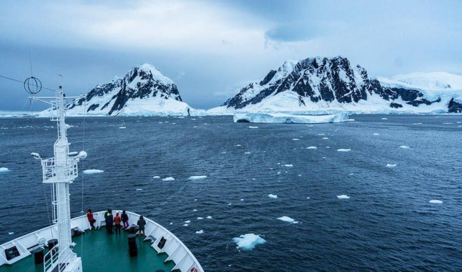 Por que um barco cheio de artistas fizeram arte All the Way para a Antártica