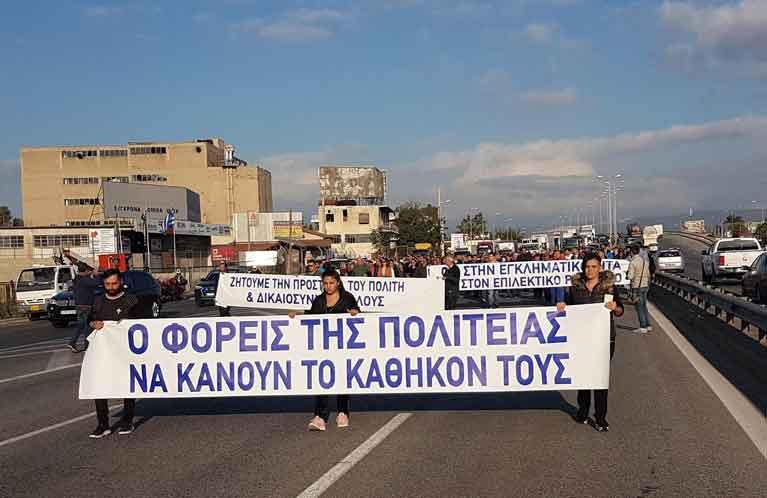 Έκλεισαν τη Νέα Εθνική Οδό Αθηνών – Κορίνθου οι Ασπροπύργιοι