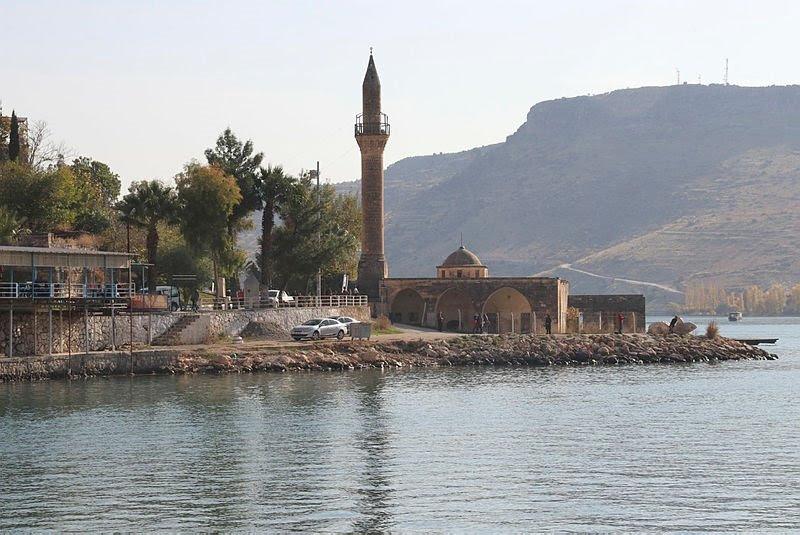 Tyrkias sunkne by Halfeti må se sted året rundt