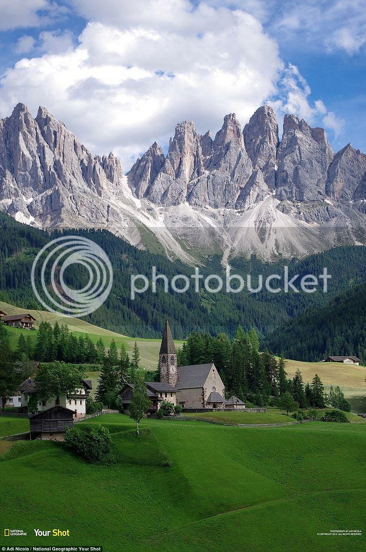 Cảnh thanh bình tại thung lũng Funes ở Italia.