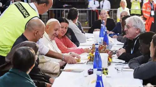 El Papa Francisco pide cercanía a los pobres sin buscar protagonismo
