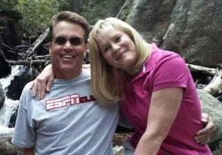 Marido empurra esposa de penhasco após tirar última foto com ela