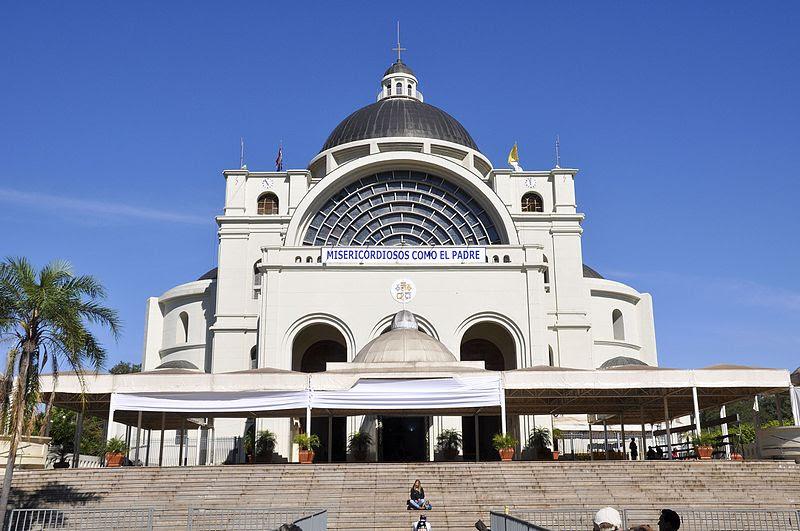 Archivo:Caacupé, Basílica.jpg
