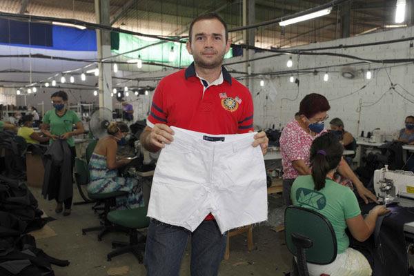 Maciel Dalisson de Medeiros: Facção costura peças de roupas para a Hering e gera empregos
