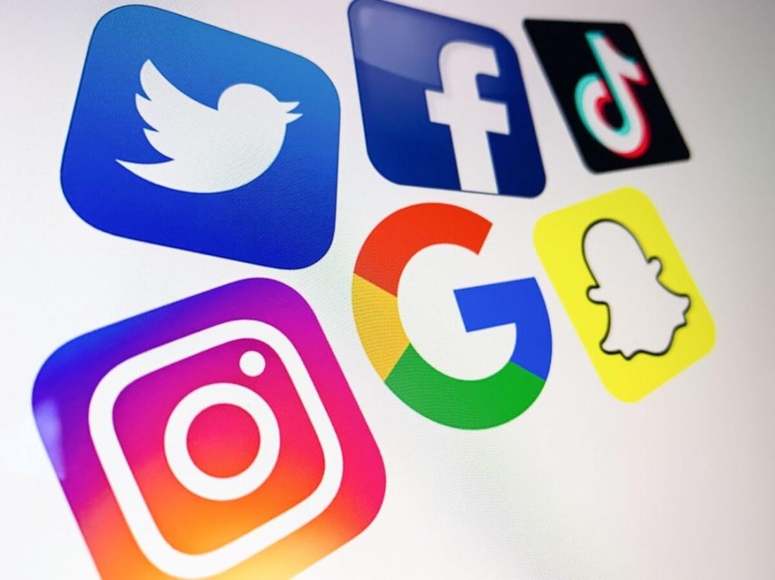 Nhà báo điều tra Allum Bokhari tiết lộ cách Big Tech ảnh hưởng đến quan điểm chính trị của người dùng. (Ảnh: Getty Images)