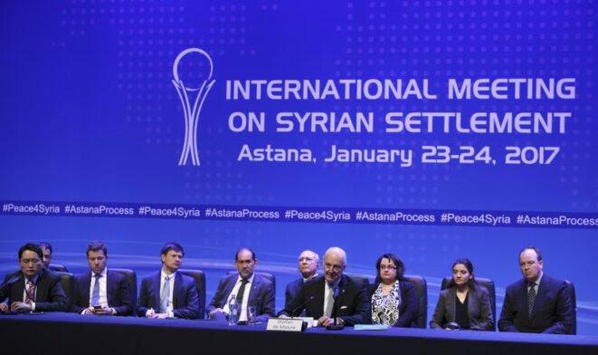 La première session des pourparlers à Astana les 23 et 24 janvier 2017. Au premier plan, l'envoyé spécial de l'ONU Staffan de Mistura © Reuters