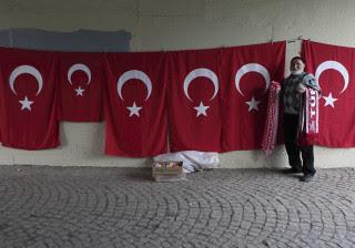 Turquia fechou fronteira com a Síria enquanto milhares fogem de Aleppo