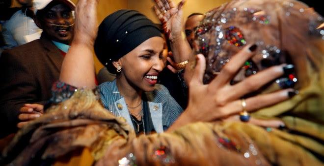 Ilhan Omar celebra su victoria en las elecciones legislativas de EEUU. - REUTERS