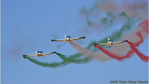 Com as adaptações para os comandos das aeronaves utilizadas, são realizadas as apresentações com rastros de fumaça