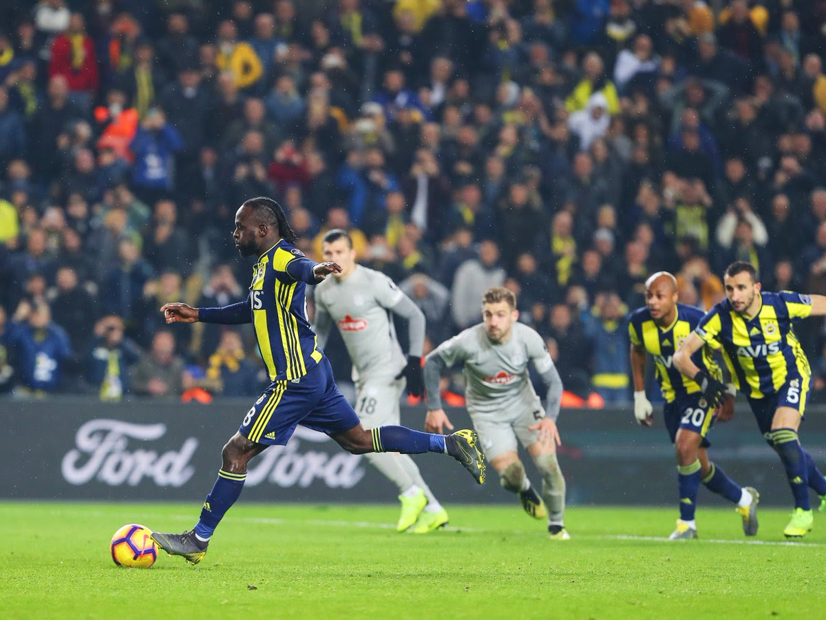 Victor Moses calmly fooled the Rizepor goalkeepr when taking his spot kick [Fenerbahce]