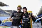 Luciano Zangirolamo garante a pole na GP e comemora com Rafael Seibel (Luciano Santos/SigCom)