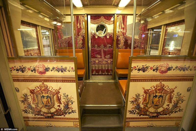 Поезд парижского метро с сюрпризом (14 фото