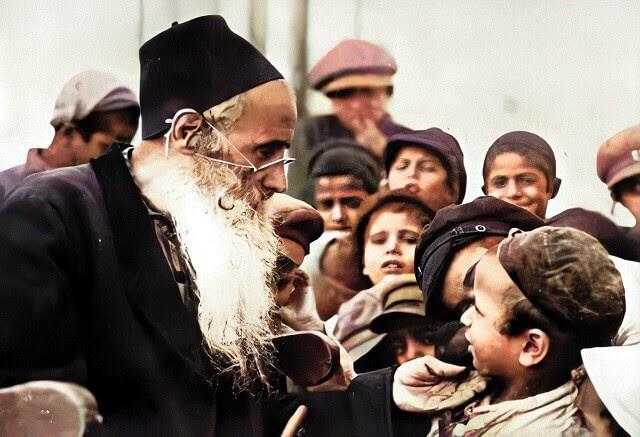 Rabbi_and_children