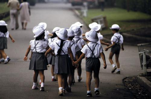 Học sinh cấp 1 Nhật Bản tự đến trường