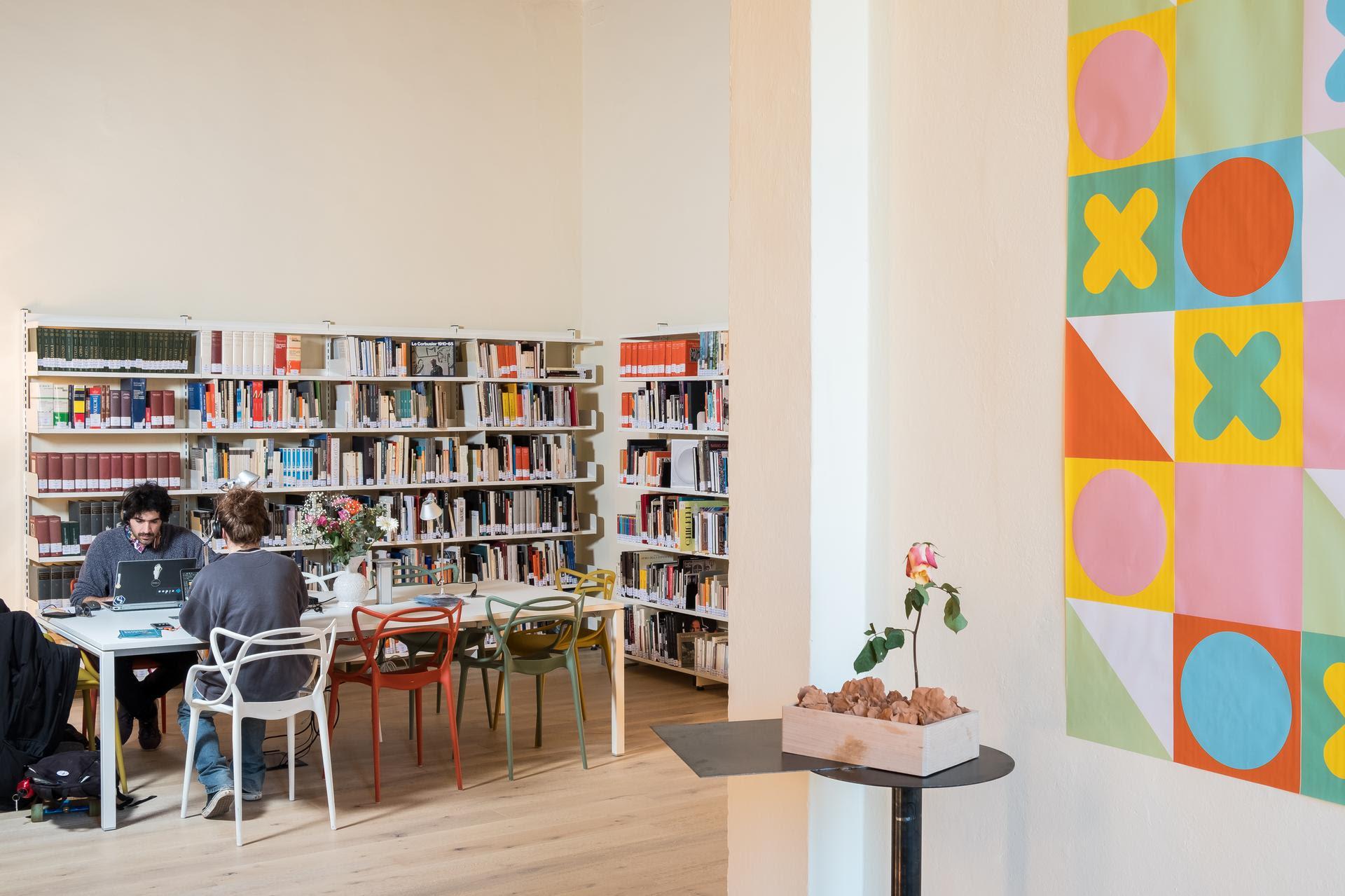 """Biblioteca di design """"Bruno Munari"""", ISIA Design & Comunicazione, Palazzo Mazzolani, Faenza. Courtesy ISIA Faenza Design & Comunicazione. Photo © Marco Piffari."""