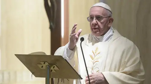 """El Papa advierte contra los que tratan de convertir al pueblo en una """"masa"""" manipulable"""