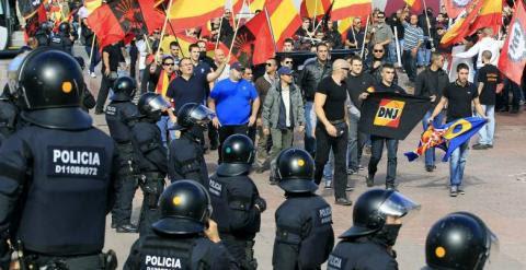 Miembros de Alianza Nacional y La Falange en una manifestación en Barcelona. /EFE