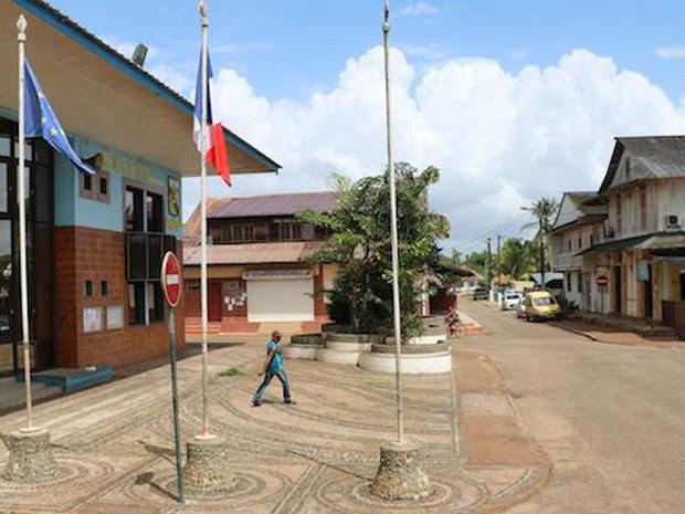 Do lado da Guiana Francesa, fica o povoado de St. Georges (Foto: BBC)