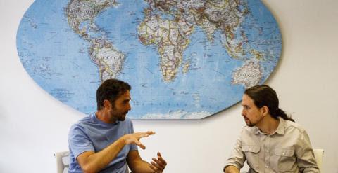 El informático Hervé Falciani y el secretario general de Podemos, Pablo Iglesias. REUTERS