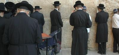 Żydzi zniszczyli krzyże i zbezcześcili ołtarz