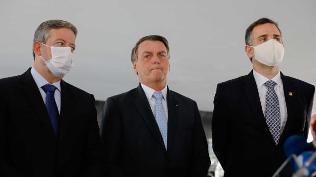 Bolsonaro acerta com Lira e Pacheco votação de PEC emergencial nesta semana