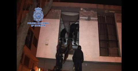 Momento de la operación policial desarrollada contra CSOA.- POLICÍA NACIONAL