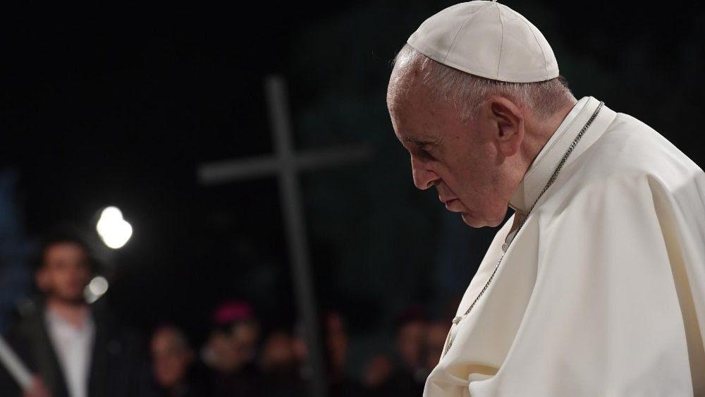 Resultado de imagen para papa francisco en el viacrucis del viernes santo 2019
