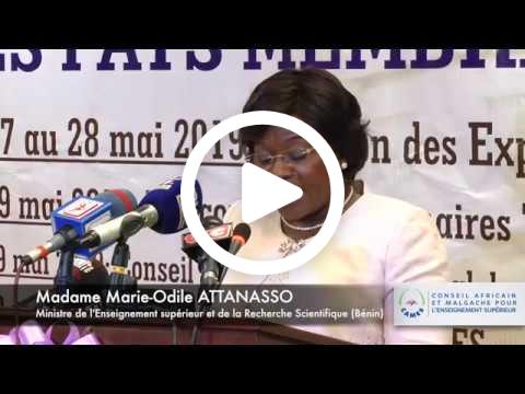 3. La troisième allocution a été prononcée par la Ministre de l'enseignement supérieur et de la recherche scientifique du Benin, Docteur Marie-Odile ATTANASSO, Maitre de conférences.