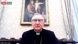 El Cardenal Pietro Parolin, Secretario de Estado vaticano, habla al simposio Never Again.