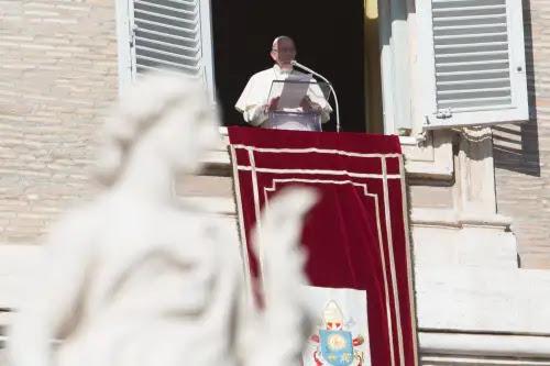 ¿Vives un momento de dificultad y has perdido la esperanza? Esto te aconseja el Papa