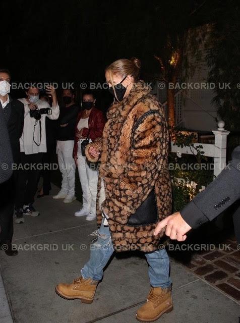 fc385f3c 7090 48be a7a9 127769fc9bd7 - Jennifer Lopez, Queen Latifah y Chrissy Teigen entre las celebrities que eligen Jimmy Choo