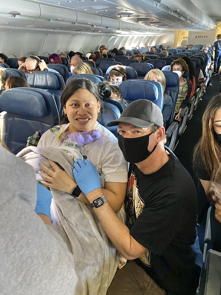 Passengers help deliver baby on flight to Hawaii