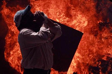 Incendian alcaldía de Iguala en protesta por caso Ayotzinapa. Foto: Germán Canseco