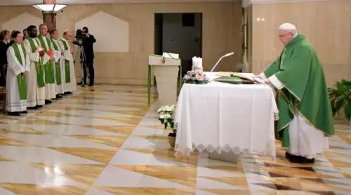 Si la oración no se hace con valentía no es cristiana, asegura el Papa Francisco