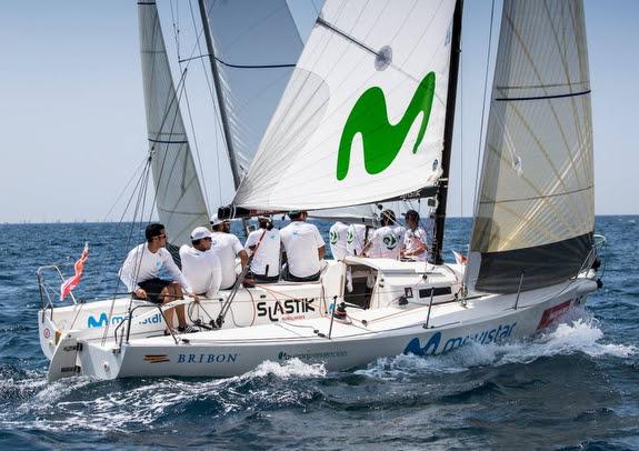 J/80 sailing offshore