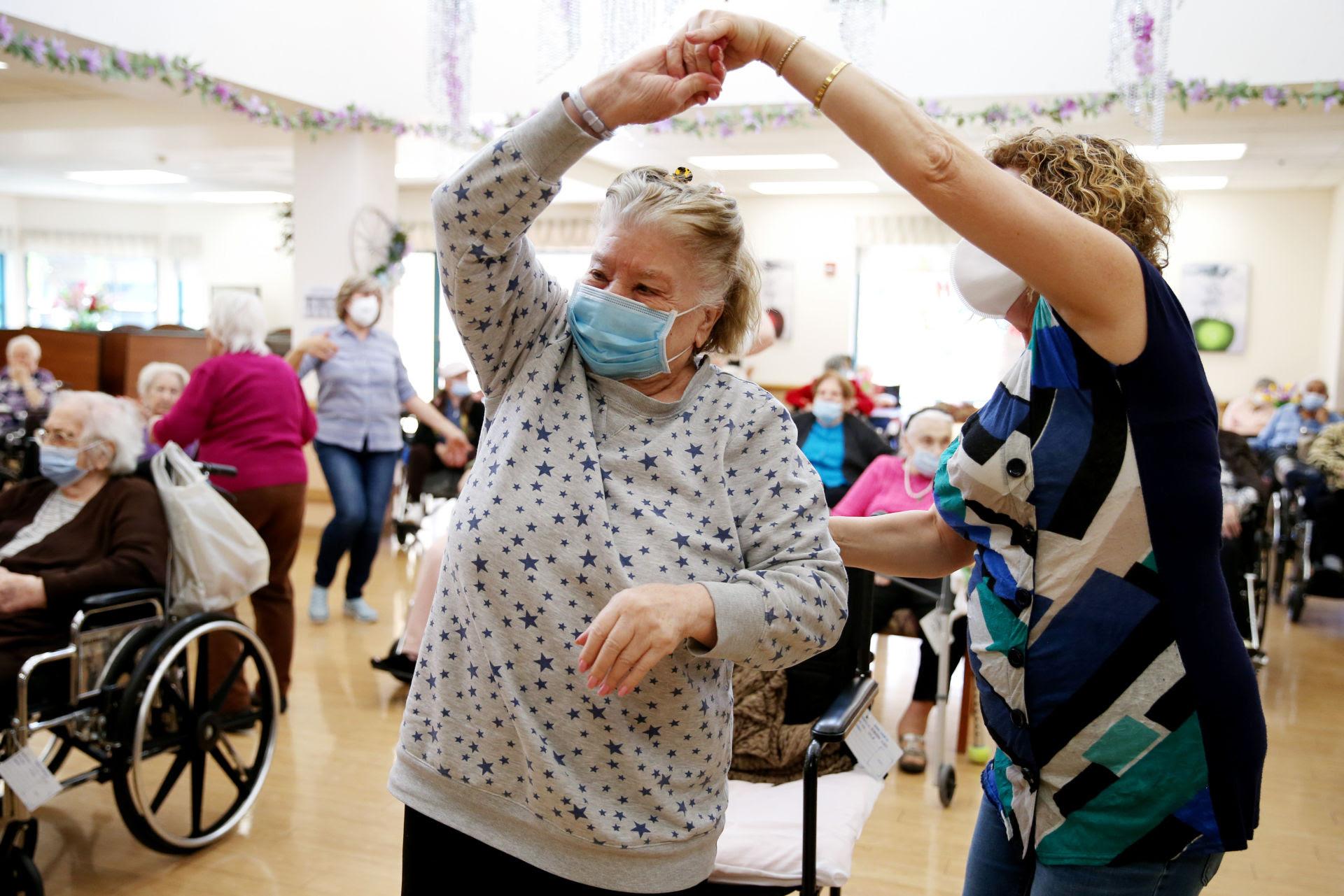 Dân số lão hóa, Mỹ cần $400 tỷ chăm sóc người cao niên tại nhà