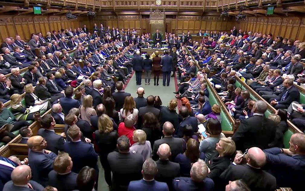 Estratégia de Theresa May para o Brexit sai derrotada de votação no Parlamento do Reino Unido