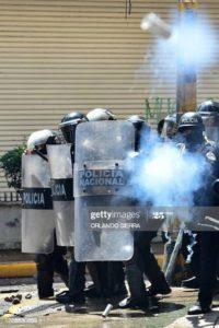 Otra imagen captada por Orlando Sierra, el martes 15 de septiembre, donde capta una bala de goma dirigida a él.
