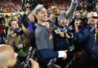Broncos é tricampeão do Super Bowl em noite apagada de Manning