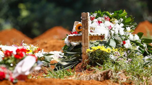 Total de mortes em SP já é quase igual ao número de nascimentos