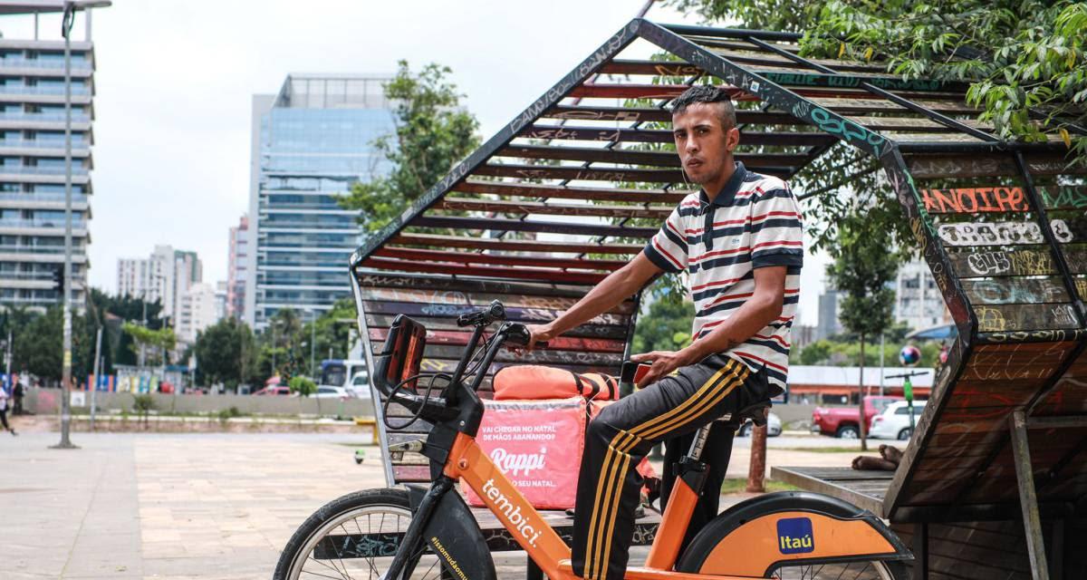 O Brasil se equilibra sobre uma bicicleta alugada