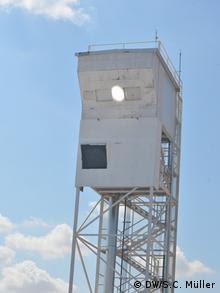 Torre do reator da usina Sun-to-liquid, em Móstoles