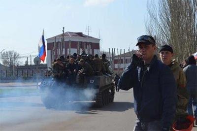 Blindados ucranianos se pasan al bando ruso en Sláviank. -Raniah Salloum