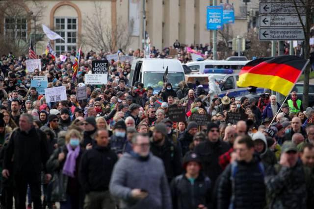 Espionagem alemã vai vigiar movimento negacionista da covid-19