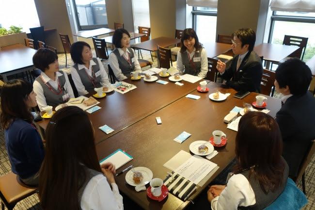 3.社内座談会 社長と社員で語り合いお客さま満足を追求